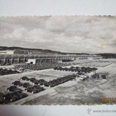 Coches y Motocicletas: FOTO PUBLICITARIA DIRECCIÓN NACIONAL DE LAS FABRICAS RENAULT - PRODUCCION DIARIA EN FLINS AÑO 1950S. Lote 53700421