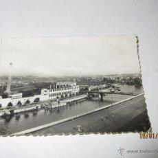 Coches y Motocicletas: FOTO PUBLICITARIA DIRECCIÓN NCNAL DE LAS FABRICAS RENAULT - FÁBRICA DE BILLANCOURT 1950S. Lote 53938484