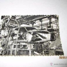Coches y Motocicletas: FOTO PUBLICITARIA DIRECCIÓN NCNAL DE LAS FABRICAS RENAULT - MONTAJE CARROCERIAS DE BILLANCOURT 1950S. Lote 53938658