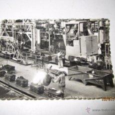 Coches y Motocicletas: FOTO PUBLICITARIA DIRECCIÓN NCNAL DE LAS FABRICAS RENAULT - FUNDICIÓNES DE BILLANCOURT 1950S. Lote 53939134