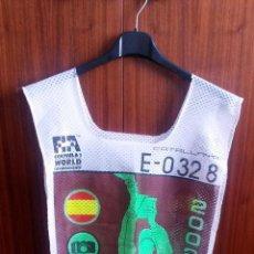 Coches y Motocicletas: PETO-DORSAL PRENSA F-1 - ESPAÑA 2002. Lote 53957641