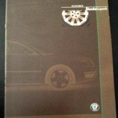 Coches y Motocicletas: FOLLETO CATALOGO PUBLICIDAD ORIGINAL ACCESORIOS SKODA SUPERB DE 2002 SKÖDA. Lote 54157604