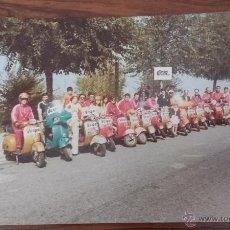 Coches y Motocicletas: FOTOGRAFIA CONCENTRACION MOTO VESPA FOTO. Lote 54944967