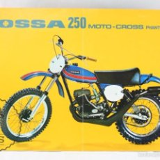 Coches y Motocicletas: LÁMINA MOTO - OSSA 250 MOTO-CROSS PHANTOM - FICHA TÉCNICA. FONDO AMARILLO - MEDIDAS 29,5 X 21,5 CM. Lote 55327405