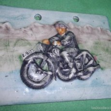 Coches y Motocicletas: CURIOSO PREMIO MOTO CLUB PISTON CERAMICA VIDRIADA SANTANDER MOTOCICLETA ANTIGUA ESCUDO 2006. Lote 56993307