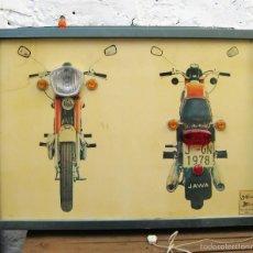 Coches y Motocicletas: FANTASTICO PANEL ANTIGUO LUMINOSO AUTOESCUELA MOTO JAWA 1978 DECORACION TALLER VINTAGE JAEN. Lote 57140924