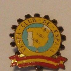 Coches y Motocicletas: INSIGNIA ORIGINAL DE SOLAPA, VESPA CLUB ESPAÑA AÑOS 50.. Lote 69018798