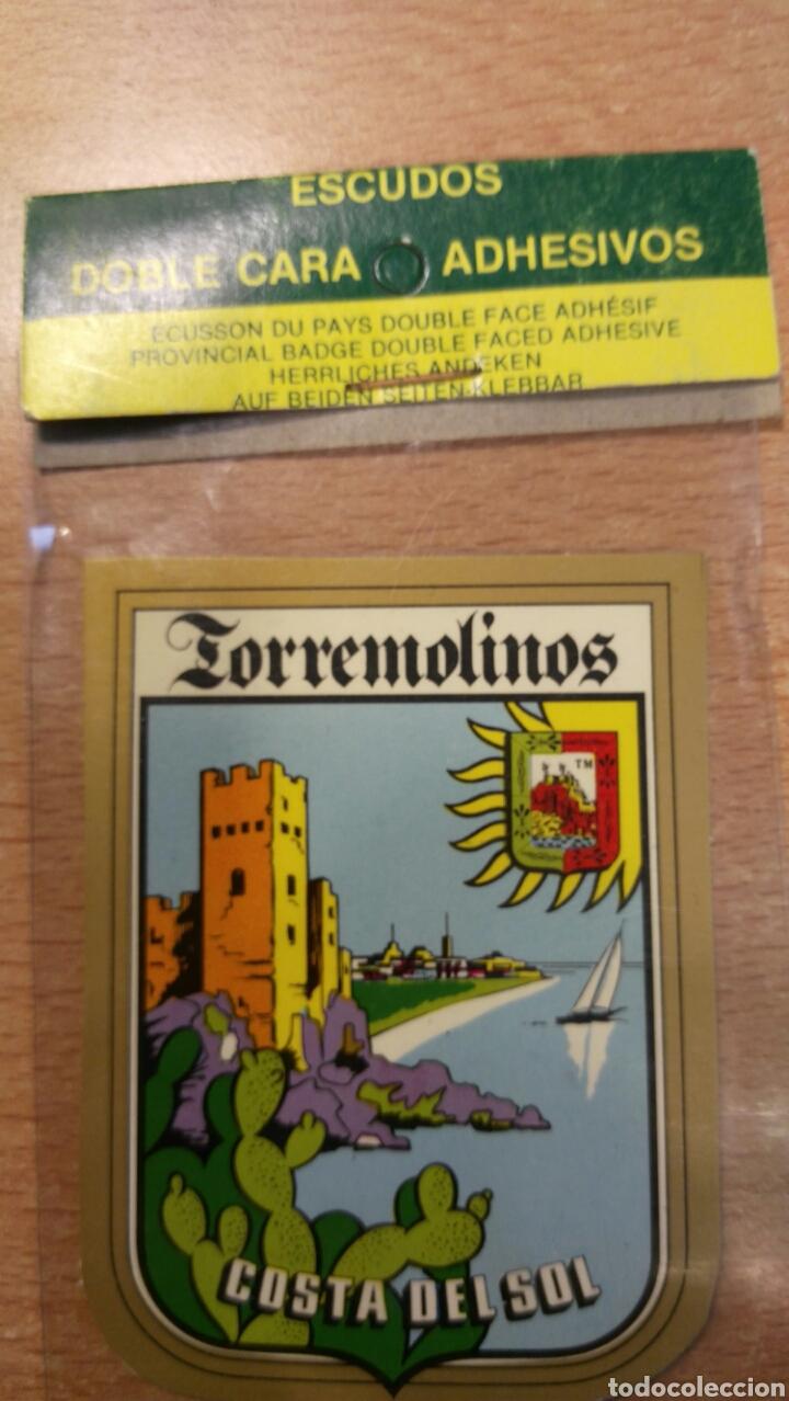 ESCUDO DE COCHE TORREMOLINOS (Coches y Motocicletas Antiguas y Clásicas - Catálogos, Publicidad y Libros de mecánica)