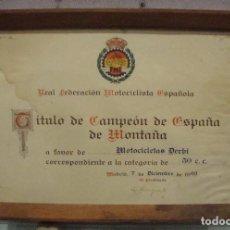 Coches y Motocicletas: INTERESANTE PIEZA TITULO DE CAMPEON DE ESPAÑA MOTOCICLETAS DERBI 50 CC 1963 ENMARCADO DE ORIGEN. Lote 76511203
