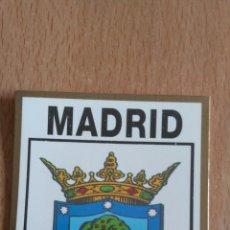 Coches y Motocicletas: ESCUDO DE MADRID. COCHE. Lote 76837998