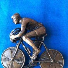 Voitures et Motocyclettes: CURIOSA BICICLETA REALIZADA EN METAL - 1 KILO DE PESO - MARCADO. Lote 85334423