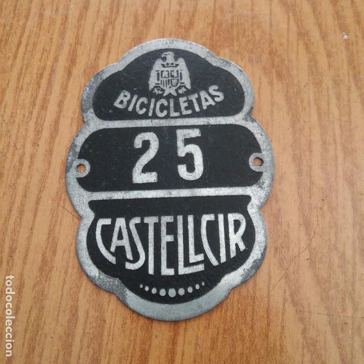 CHAPA PLACA BICIS - CASTELLCIR - BARCELONA - PLACA N. 25 (Coches y Motocicletas Antiguas y Clásicas - Catálogos, Publicidad y Libros de mecánica)