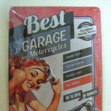 Coches y Motocicletas: PLACA METÁLICA BEST GARAGE FOR MOTORCYCLES - TALLER MOTO CARTEL PUBLICIDAD MOTOCICLETA RETRO VINTAGE. Lote 92221165