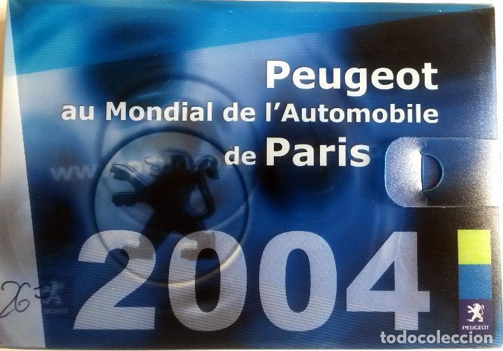 DOSSIER DE PRENSA OFICIAL PEUGEOT - MUNDIAL DEL AUTOMÓVIL 2004 - TEXTO EN FRANCÉS. (Coches y Motocicletas Antiguas y Clásicas - Catálogos, Publicidad y Libros de mecánica)
