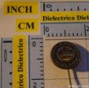 Coches y Motocicletas: ANTIGUA INSIGNIA ALFILER DE COCHES MOTOS. AUTOMOVIL CLUB DE YUGOSLAVIA. DÍA DEL CONDUCTOR. Lote 113683583