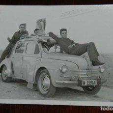 Coches y Motocicletas: FOTOGRAFIA DE COCHE RENAULT 4/4, MATRICULADO EN MADRID, AÑOS 50 / 60, MIDE 11,5 X 8 CMS.. Lote 121363627
