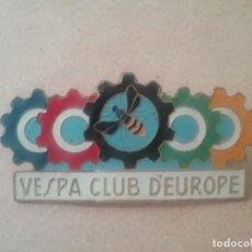 Coches y Motocicletas: VESPA CLUB D'EUROPE PLACA ESMALTADA PUBLICIDAD SCOOTER AÑOS '60. Lote 128147935