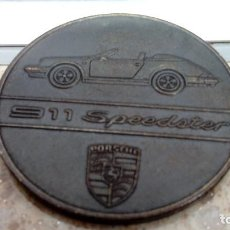 Coches y Motocicletas: CALENDARIO PORSCHE 911 SPEEDSTER 1989, MEDALLA-MONEDA CONMEMORATIVA DE COBRE.. Lote 129386759