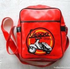 Coches y Motocicletas: BOLSO BANDOLERA ROJA VESPA CLUB MOTO IMAGEN. Lote 140182190