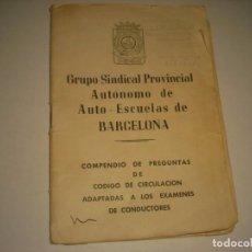 Coches y Motocicletas: AUTO-ESCUELAS DE BARCELONA . COMPENDIO DE PREGUNTAS DE CODIGO DE CIRCULACIÓN 1963. 20 PAG.. Lote 140901074