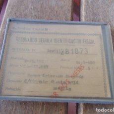 Coches y Motocicletas: RESGUARDO CEDULA IDENTIFICACION FISCAL SEAT 600 1972 CON CAJA DE PLASTICO PARA COLGAR. Lote 142505766