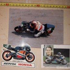 Coches y Motocicletas: MOTOS. MOTOCICLISMO. CARLOS CARDÚS. FOTO DEDICADA, PEGATINA Y CROMO.. Lote 144647478