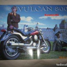 Coches y Motocicletas: ANTIGUO CATÁLOGO DESPLEGABLE DE LA MOTO KAWASAKI VULCAN 800 EN ESPAÑOL DEL AÑO 1998. Lote 146215078