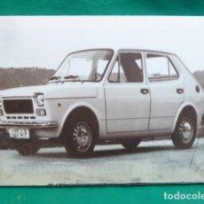 Coches y Motocicletas: FOTO PUBLICITARIA, EN TELA SOBRE BASTIDOR..SEAT 127 VERSION 4 PUERTAS.... Lote 147899170