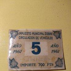 Coches y Motocicletas: ADHESIVO PEGATINA IMPUESTO MUNICIPAL SOBRE CIRCULACIÓN DE VEHÍCULOS 1967. Lote 148094374