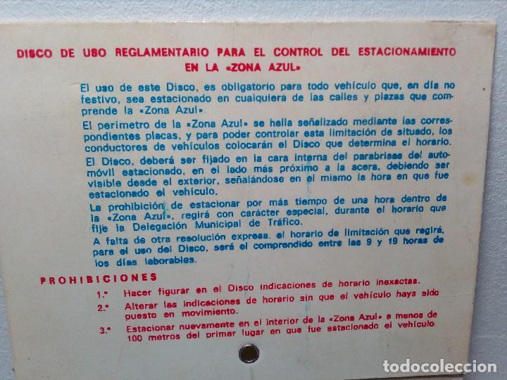 Coches y Motocicletas: ANTIGUO DISCO DE CONTROL DE APARCAMIENTO ZONA AZUL - SEAT - FIAT - AÑOS 60 - Foto 4 - 151551586