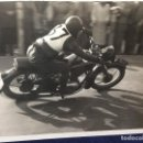 Coches y Motocicletas: FOTOGRAFIA XI CARRERA MOTOS CUESTA DE LA RABASSADA PMB 1949 1ER PREMIO NUM 37 350CC SANGLAS 8,5X12CM. Lote 158733930