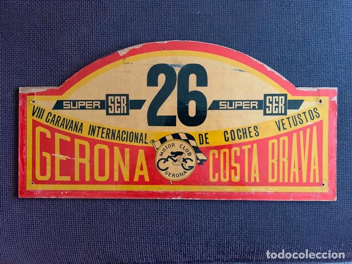 PLACA MADERA Nº 26 DE LA VIII CARAVANA INTERNACIONAL DE COCHES VETUSTOS - MOTOR CLUB GERONA 1971 (Coches y Motocicletas Antiguas y Clásicas - Catálogos, Publicidad y Libros de mecánica)