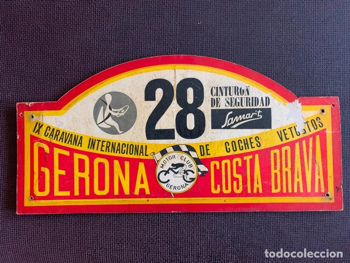PLACA MADERA Nº 28 DE LA IX CARAVANA INTERNACIONAL DE COCHES VETUSTOS - MOTOR CLUB GERONA 1972 (Coches y Motocicletas Antiguas y Clásicas - Catálogos, Publicidad y Libros de mecánica)