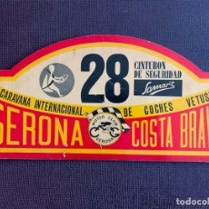 Coches y Motocicletas: PLACA MADERA Nº 28 DE LA IX CARAVANA INTERNACIONAL DE COCHES VETUSTOS - MOTOR CLUB GERONA 1972. Lote 165854182