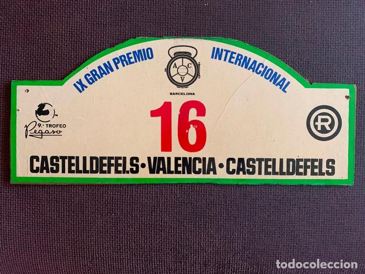 PLACA MADERA Nº 16. IX GRAN PEMIO INTERNACIONAL CASTELLDEFELS - VALENCIA. 9º TROFEO PEGASO (Coches y Motocicletas Antiguas y Clásicas - Catálogos, Publicidad y Libros de mecánica)