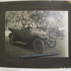 Coches y Motocicletas: FOTOGRAFÍA DE UN AUTOMÓVIL ANTIGUO BENZ. 1910-1920. FAROS DE CARBURO.. Lote 169782828