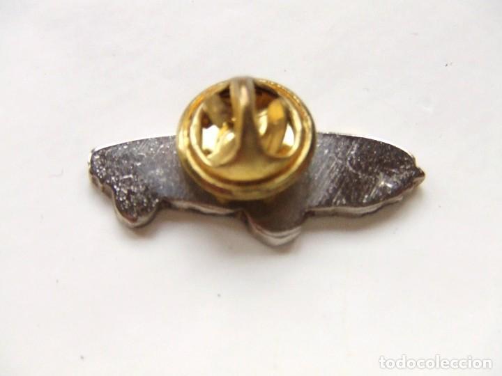 Coches y Motocicletas: PIN SEAT 850 SPIDER - Foto 2 - 171823669