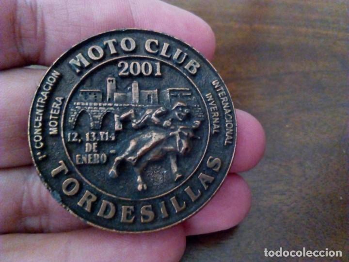 INSIGNIA MOTO CLUB TORDESILLAS, 1ª CONCENTRACIÓN MOTERA, AÑO 2001. MOTOCICLISMO. (Coches y Motocicletas Antiguas y Clásicas - Catálogos, Publicidad y Libros de mecánica)