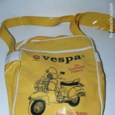 Coches y Motocicletas: BOLSO BANDOLERA CON PIBLICIDAD DE VESPA. Lote 180307643