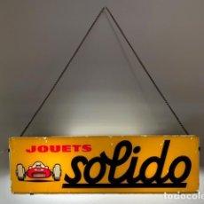Coches y Motocicletas: ANTIGUO ORIGINAL Y PRECIOSO CARTEL DE COCHES DE JUGUETE DE LA MARCA SOLIDO - FUNCIONANDO - PARA COLG. Lote 183824300