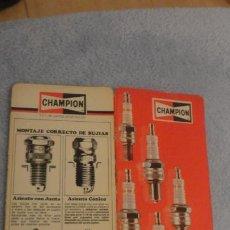 Coches y Motocicletas: ANTIGUO DIPTICO TABLA BUJIAS CHAMPION.AUTOMOVILES. 1979. Lote 190437900