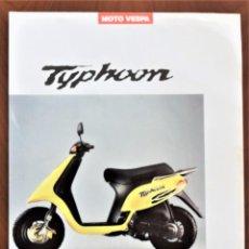 Coches y Motocicletas: FOLLETO CATALOGO PUBLICIDAD ORIGINAL MOTO VESPA TYPHOON. Lote 191351745
