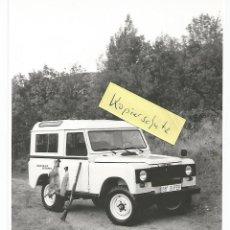 Coches y Motocicletas: SANTANA LAND ROVER 88 SUPER FOTOGRAFÍA PRENSA TAMAÑO 18X13 CM. Lote 194388547