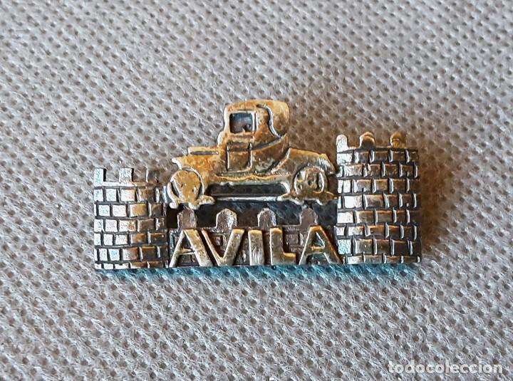 BROCHE PIN DE ALFILER AVILA COCHE ANTIGUO (Coches y Motocicletas Antiguas y Clásicas - Catálogos, Publicidad y Libros de mecánica)