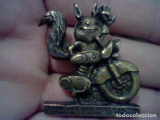 RIVERAS DEL VOLTOYA V 1998 PIN PINCHO MOTO CRLUB EL FORO 4 CMS ALTO METAL TONO BRONCE (Coches y Motocicletas Antiguas y Clásicas - Catálogos, Publicidad y Libros de mecánica)