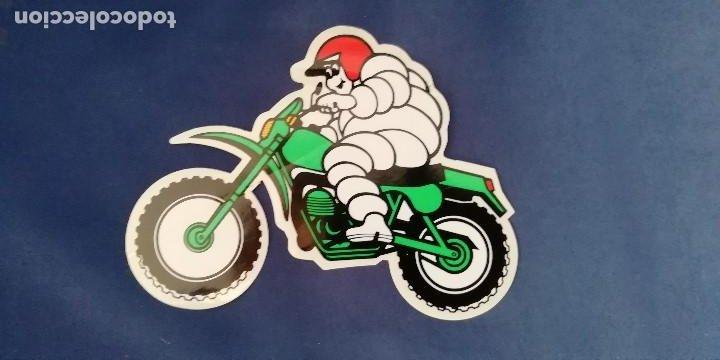 PEGATINA MICHELIN EN MOTO AÑOS 80 (Coches y Motocicletas Antiguas y Clásicas - Catálogos, Publicidad y Libros de mecánica)