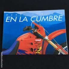 Coches y Motocicletas: FOLLETO CATALOGO PUBLICIDAD ORIGINAL DERBI SENDA-R EN LA CUMBRE . Lote 195255703