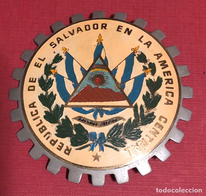 PUBLICIDAD; PLACA ESMALTADA PARA COCHE O MOTO, DE LA REPÚBLICA DE EL SALVADOR. (Coches y Motocicletas Antiguas y Clásicas - Catálogos, Publicidad y Libros de mecánica)
