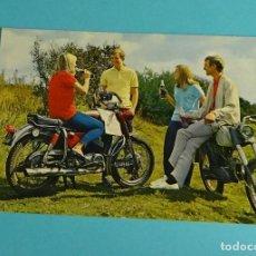 Coches y Motocicletas: POSTAL. POSTALES C. Y Z.. CHICAS Y CHICOS. MOTO YAMAHA, COCA - COLA. Lote 199283430