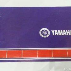 Coches y Motocicletas: YAMAHA. FOLLETO DE PUBLICIDAD. TRÍPTICO. AÑOS 80. HISTORIA SÍMBOLO. PRINTED IN JAPAN.. Lote 203850150